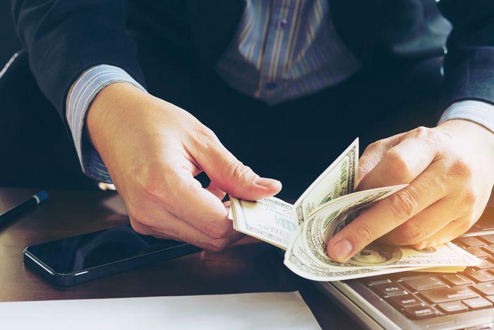 客先常駐案件の報酬(給料)と精算幅